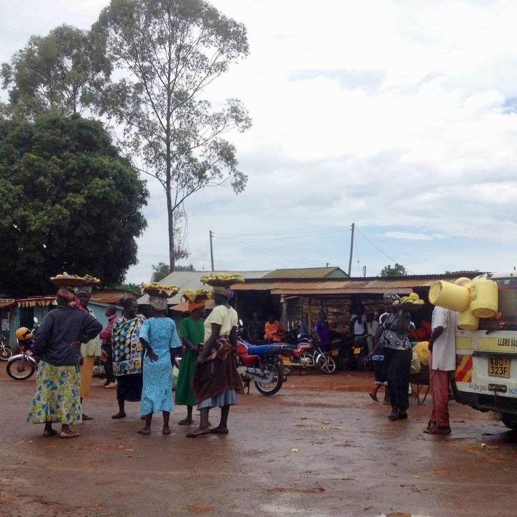 Bananen - Ladys warten auf Durchreisende