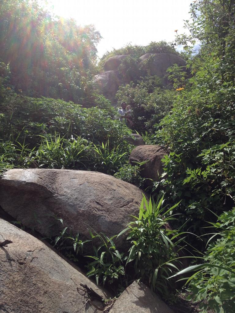 Der Weg hinauf auf den Rock, Jan und Jonna vorraus